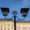 Stadtbildprägende Leuchte demoliert – der Stadt ist's egal !