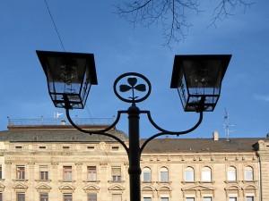 lokalpatriotische Leuchten in der Willy-Brandt-Anlage (Foto: Doc Bendit)