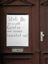 Denkwürdiges Plakat in der Theresienstraße (Foto: Michael Gründel)