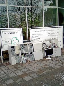 Computerschrott vor dem Sozialrathaus (Foto: privat)