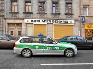 Polizei vor dem Infoladen (Foto: Timo Müller)