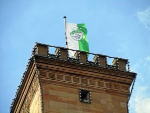 SpVgg-Flagge auf dem Rathausturm (Foto: Andreas Rümler)
