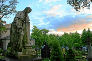 Sonnenuntergang über dem Friedhof (Foto: Felix Geismann)