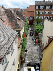 Auch das ist die Gustavstraße: Blick von oben in einen Hof (Foto: Peter Stutzmann)