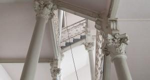 Das historische Treppenhaus im Park-Hotel (Foto: J. Danko)