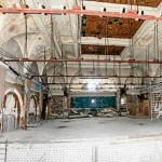 Freigelegte Festsaal-Decke, zerstörte Wand-Medaillons (Foto: privat)