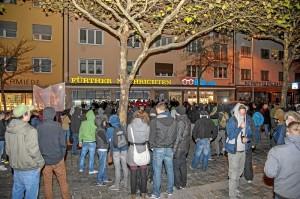 GegendemonstrantInnen vor der Nazikundgebung (Foto: Timo Müller)