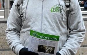 BiSF-AktivistInnen verteilen antisemitische und rassistische Flugblätter (Foto: Timo Müller)