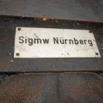Schild der ehem. Sigmw (= Signalmeisterei mit Werkstätten) Nürnberg (Foto: Fotogruppe »Rätselhaftes Fürth«)