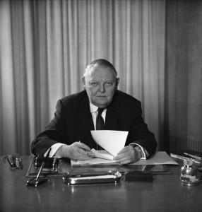 Ludwig Erhard als Wirtschaftsminister im Jahre 1963 (Foto: Bundesarchiv, B 145 Bild-F015320-0001 / Patzek, Renate / CC-BY-SA 3.0)