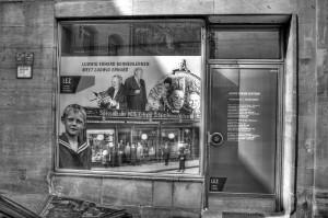 »Ludwig Erhard kennenlernen«? Schaufenster in der L.-Erhard-Straße (Foto: Alexander Mayer)