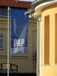 Firmenflagge P&P (Foto: Susanne Krebs)