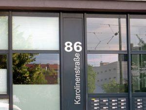 Straßenseitige Fassade des Anwesens Karolinenstr. 86 (Foto: Susanne Krebs)