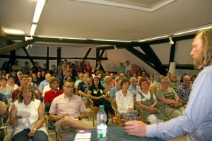Der vollbesetzte Vortragsraum in der Freibank (Foto: Kamran Salimi)