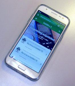 Modern und übersichtlich: Mobil-Fassung einer Website (Foto: Ralph Stenzel)