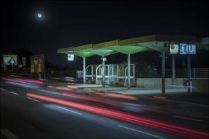 Warten auf Erleuchtung: Sind E-Busse ökölogisch wie verkehrstechnisch überhaupt sinnvoll? (Foto: Robert Söllner)